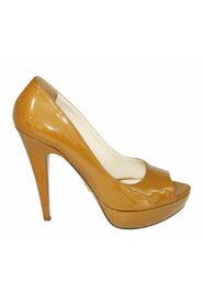 Vernice Chic Peep Toe Pumps
